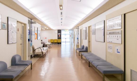 朝日大学病院の待合スペース