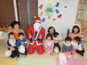 院内保育所「バンビーニ」でクリスマス会を開催しました